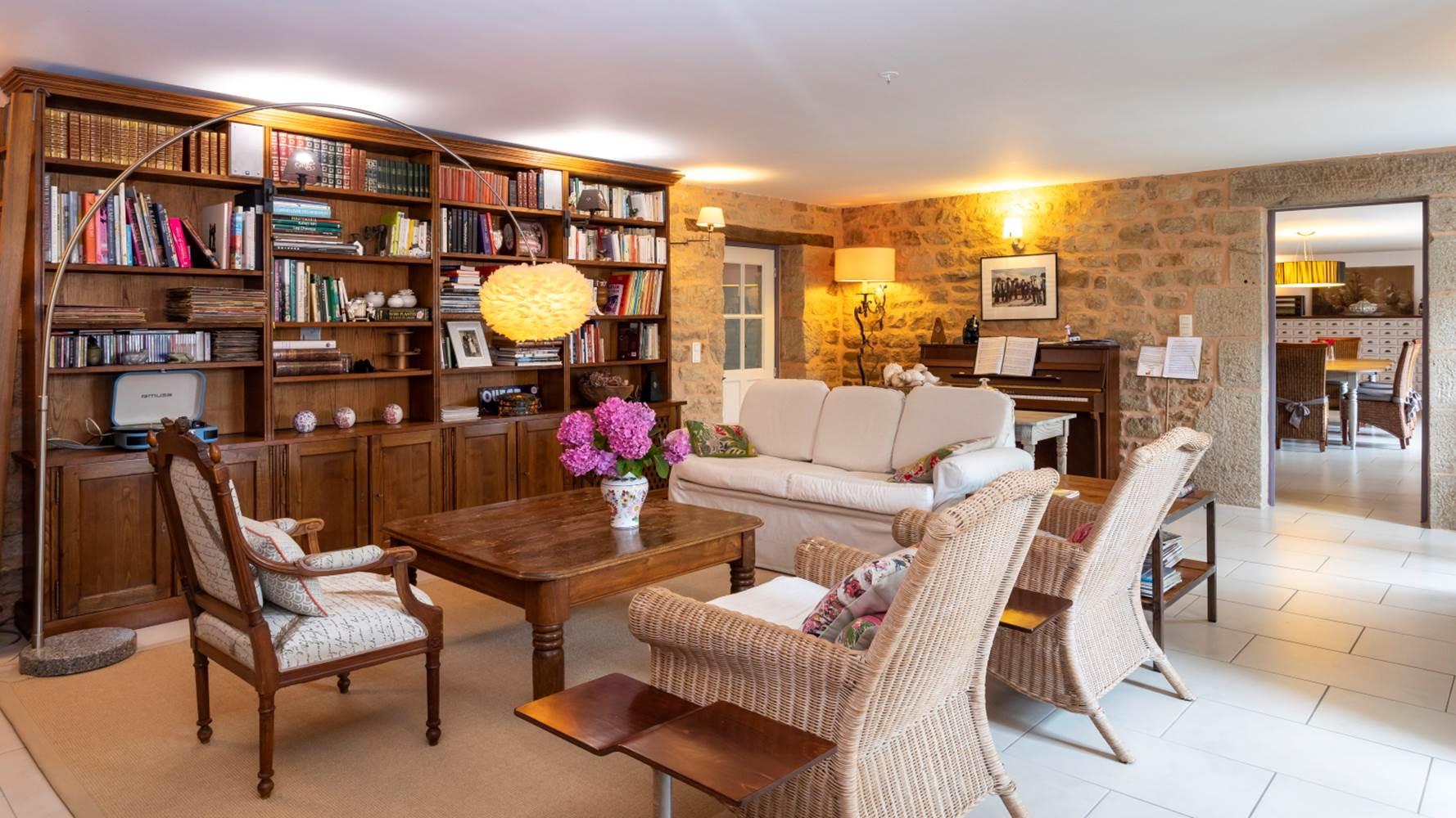 Le salon cosy de la maison d'hôtes de la rue des menhirs ©