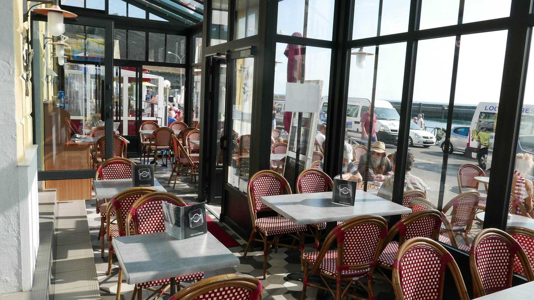 hotel-de-bretagne-bar-restaurant-vue-port-le-palais-veranda ©
