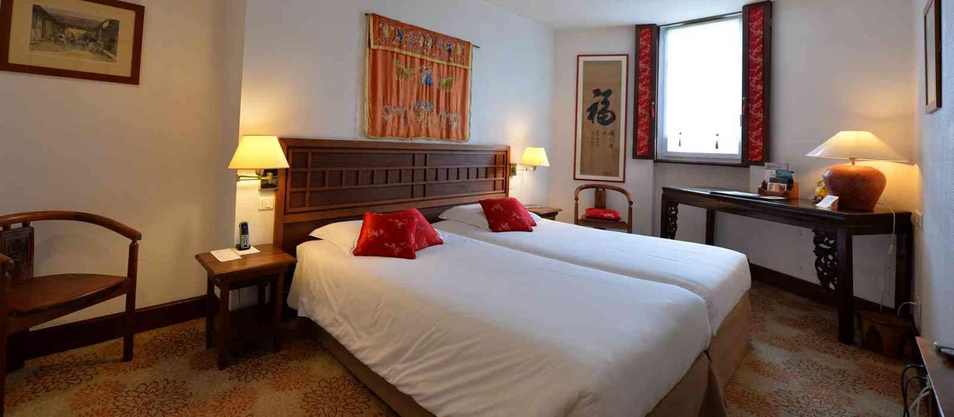 chambre Standard 18m2 rue © hotel-villa-kerasy-vannes
