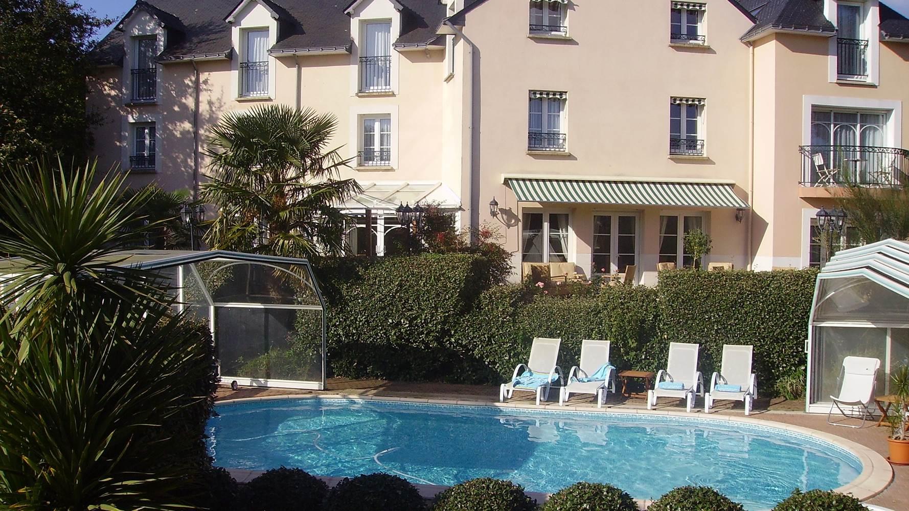 Hôtel-Le Parc er Gréo-Arradon-Golfe du Morbihan-Piscine Couverte-ou-Piscine Decouverte ©