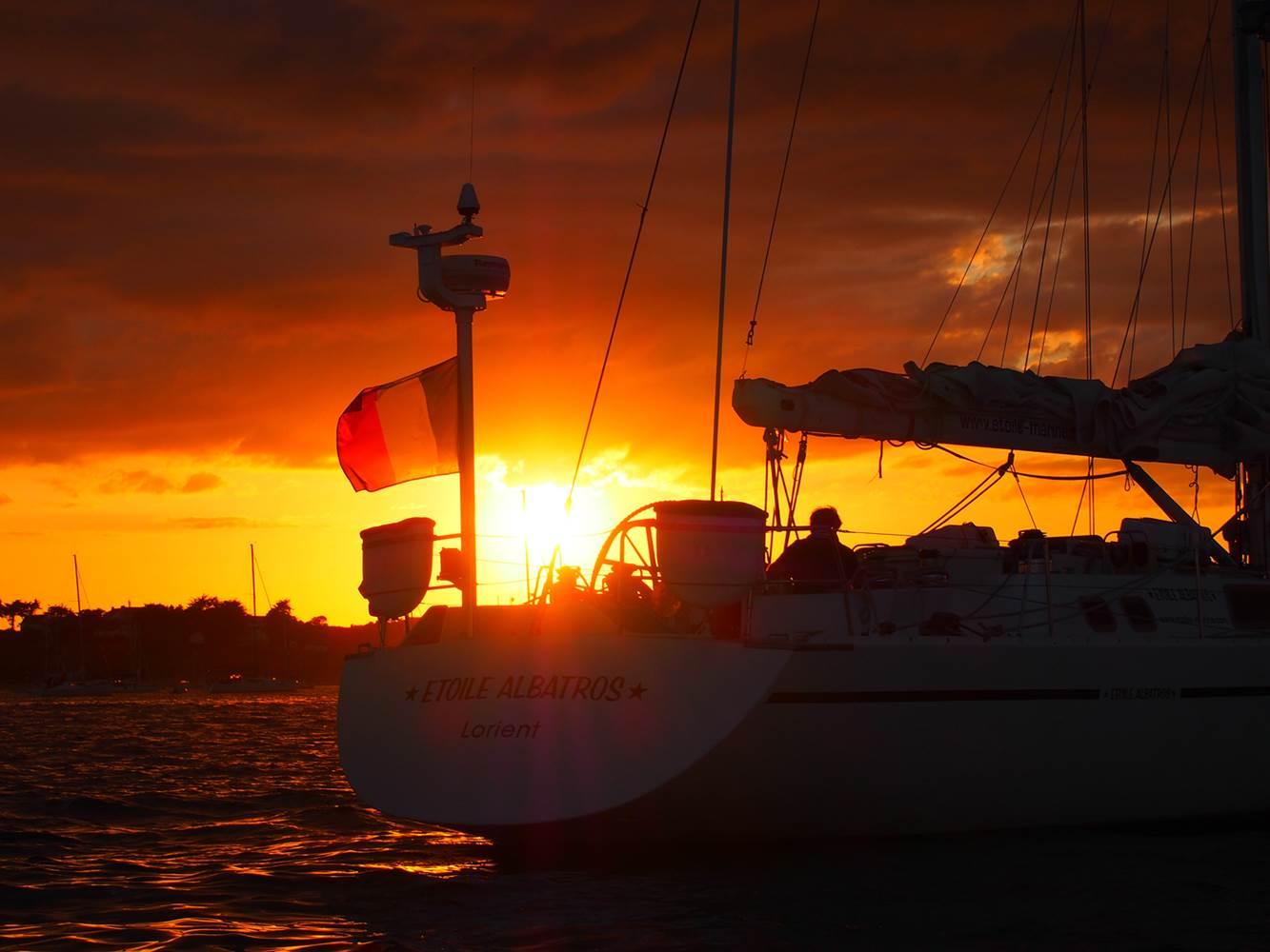 mouillage sunset Challenge67 ©