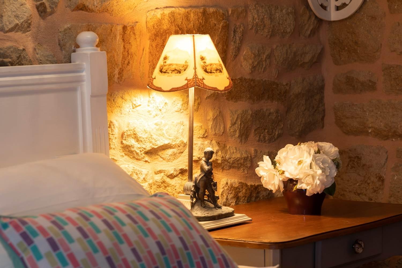Chambre de Lea_detail_tete_delit_lampedechevet ©