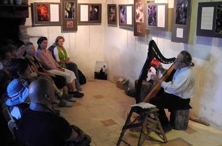 Concert harpe celtique et chants - Myrdhin et Elisa Nicotra à Tréhorenteuc